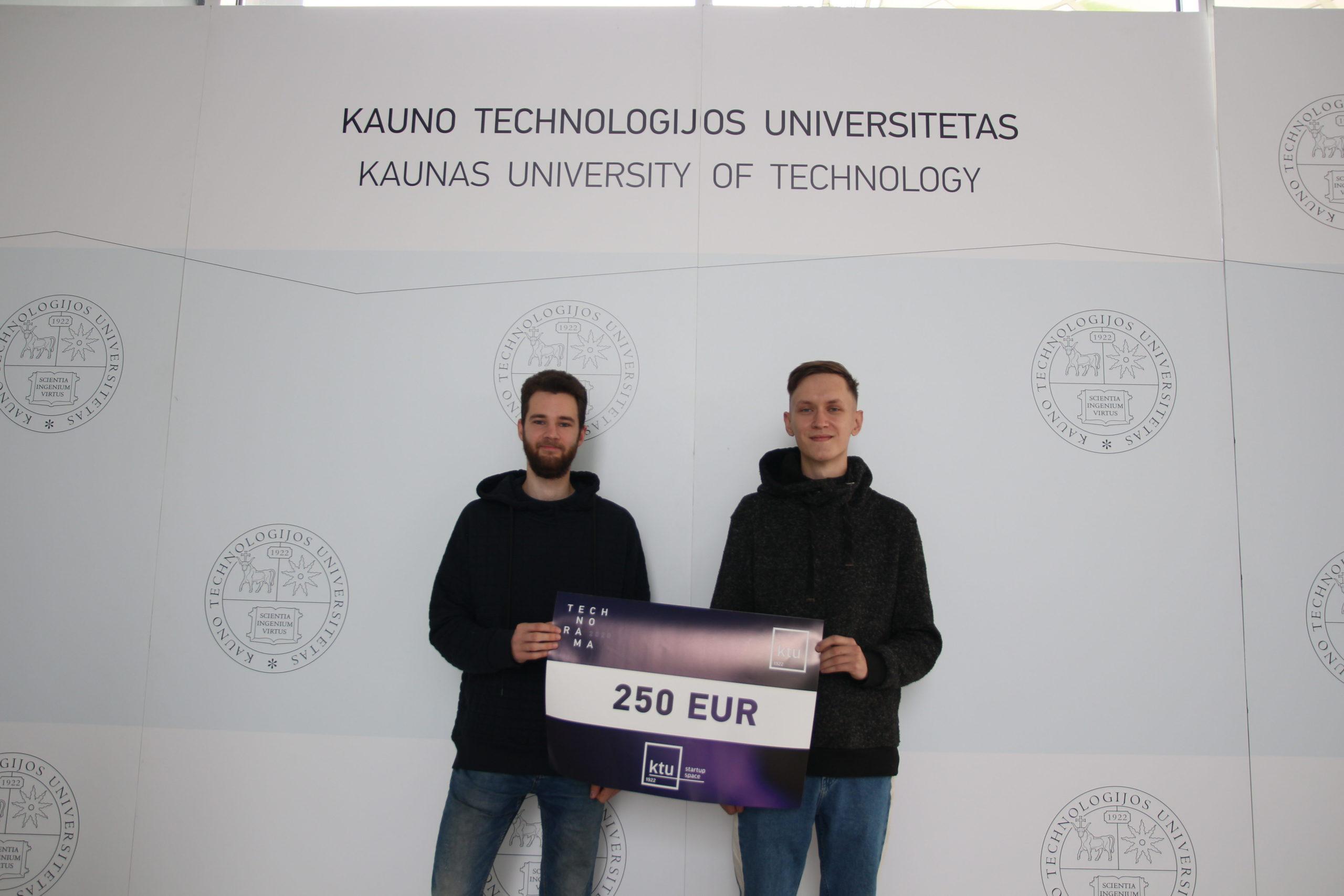 KTU Startup Space, kuris visos bendruomenės sprendimu jį skyrė dviejų maksimalistų komandai, sukūrusiai lenktynių treniruoklio simuliatorių